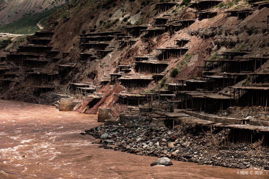 西藏盐井千年古盐田旅游景点图片