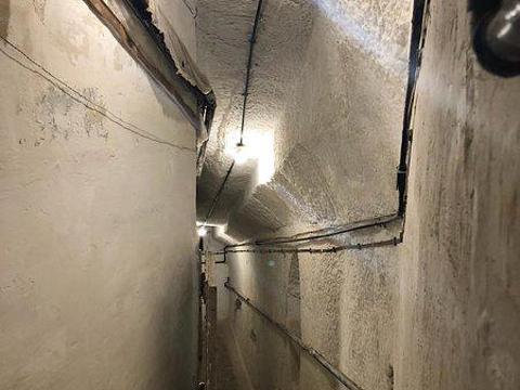 War HQ Tunnel旅游景点图片