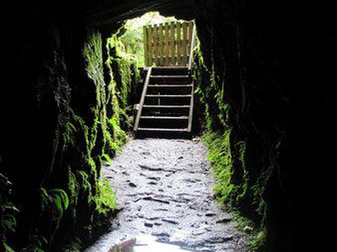 塔塔雷隧道探险旅游景点图片